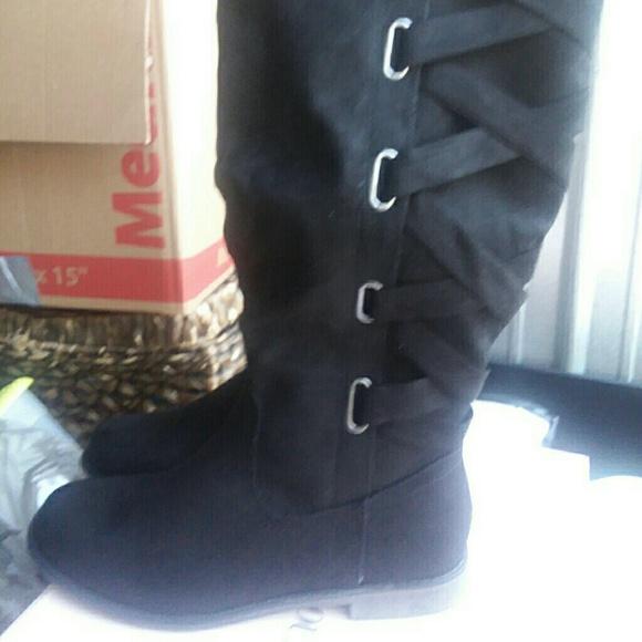 Size 1 Wide Calf Black Flat Boots Brand